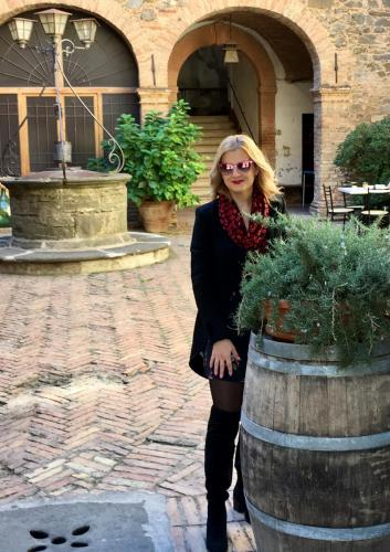 Lady Si Lifestyle Blog Floral dress and romance in Montalcino Fashion